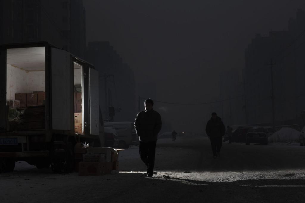 Tammikuun alussa Pekingin ilmasta mitattiin ennätyskorkeita saastepitoisuuksia. PM 2.5- pienhiukkasindeksi rikkoi parhaimmillaan 1000 rajan kun hengenvaaralliseksi määritelty taso on 300.