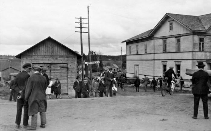 ◼Kivennavan kirkonkylä oli vireä kaupan ja hallinnon keskus lähellä itärajaa.