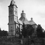 ◼Pyhän Pietarin puukirkko näkyi ja kuului kauas  korkealla kirkonmäellä.