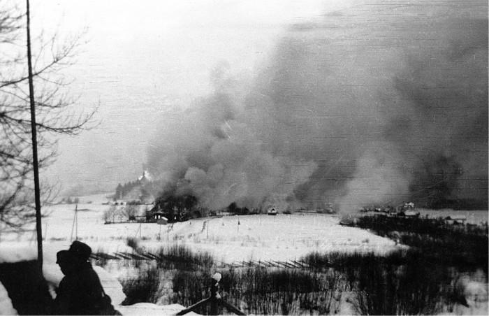 ◼Talvisota laukaisi poltetun maan taktiikan. Lähes kaikki Kivennavan rakennukset poltettiin, myös kirkko.