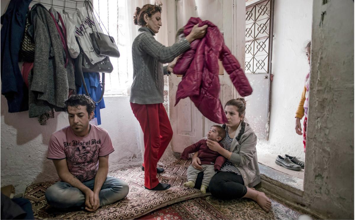◼Amhet ja Ruken Horo ja ovat puolivuotiaan lapsensa kanssa vierailulla Fatma Kurekcin luona.