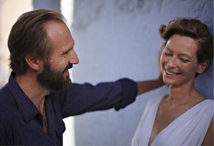 ◼Ralph Fiennes ja  Tilda Swinton kohtaavat  Välimerellä.