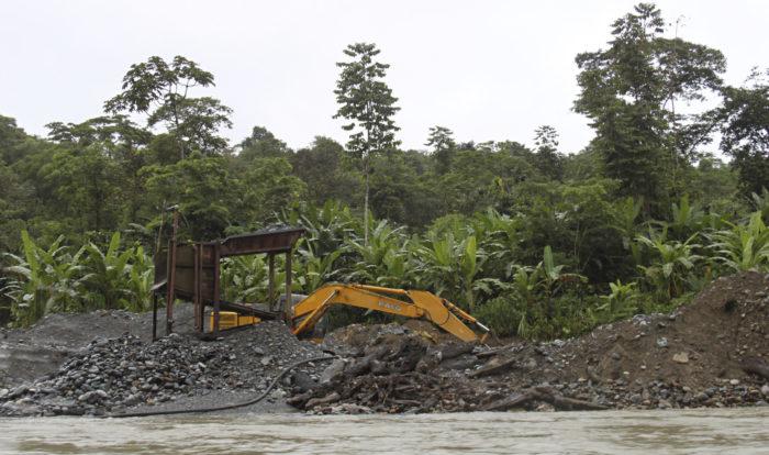 ◼Lukuisat kaivokset turmelevat Atratojokea Bagadon ja Cuajandon välillä.