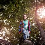 ◼ Aurajoen rannassa Robin kiipesi puuhun, poseeraaminen sujuu.