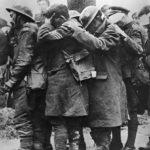 ◼Sinappikaasun sokeuttamia brittisotilaita kuljetettiin rintamalta ensimmäisen maailmansodan aikana.