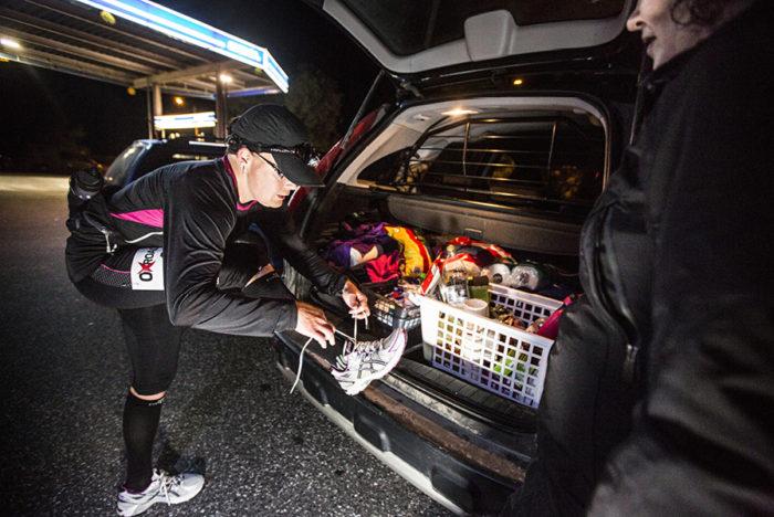 ◼Tarvasjoki, 00.31. Omassa autossa on karkkikauppa, makeaa ruokaa ja juotavaa.