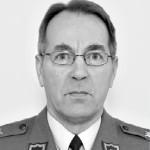 <b>JUKKA HAAKSIALA</b><br/>kenraalimajuri<br/>Oulu (perhepiirissä)<br/><b>60 v  6.9.2013</b><br/>