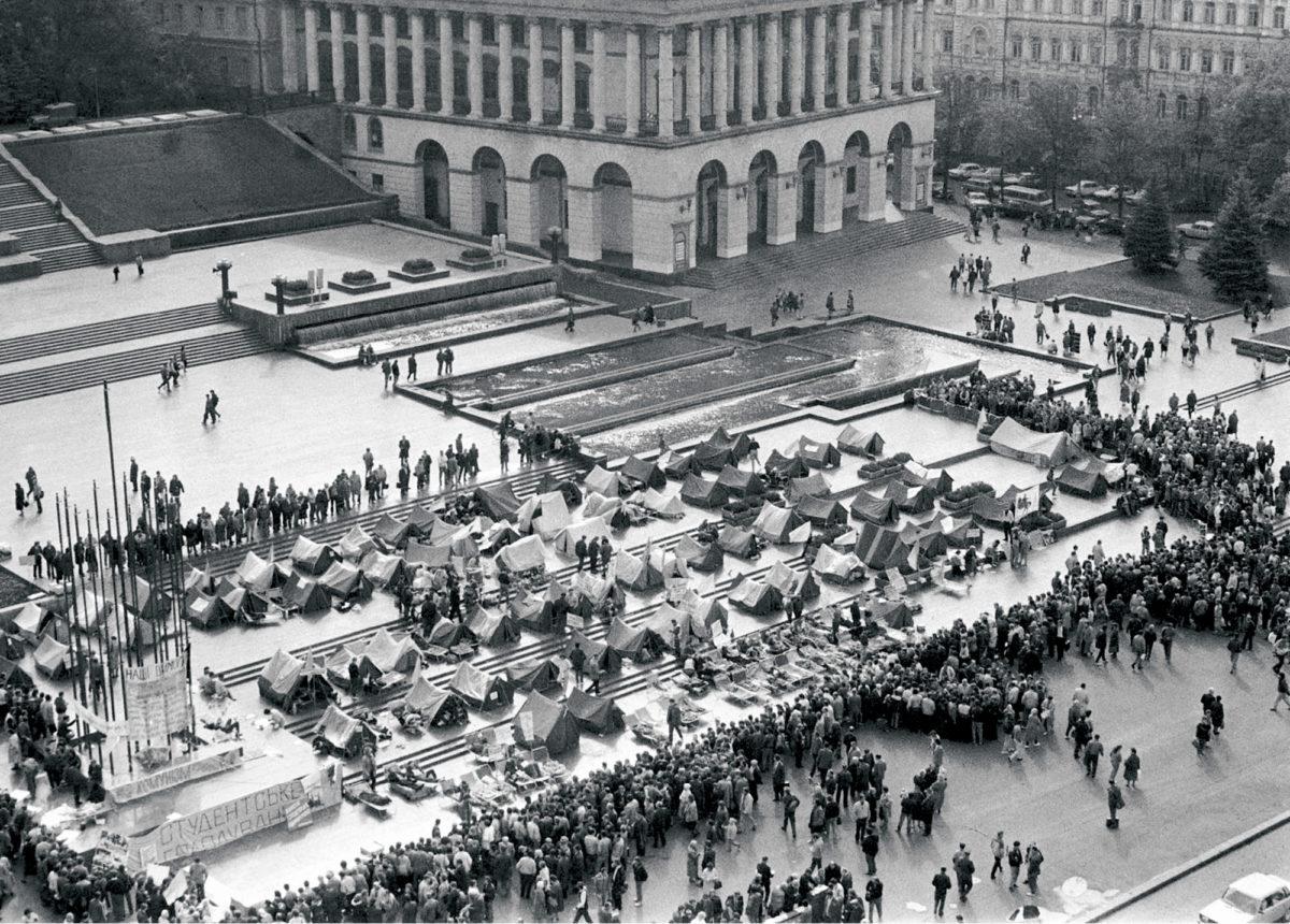 ◼Opiskelijat järjestivät nälkälakon Kiovassa lokakuussa 1990 ja vaativat yhteiskunnallisia uudistuksia.
