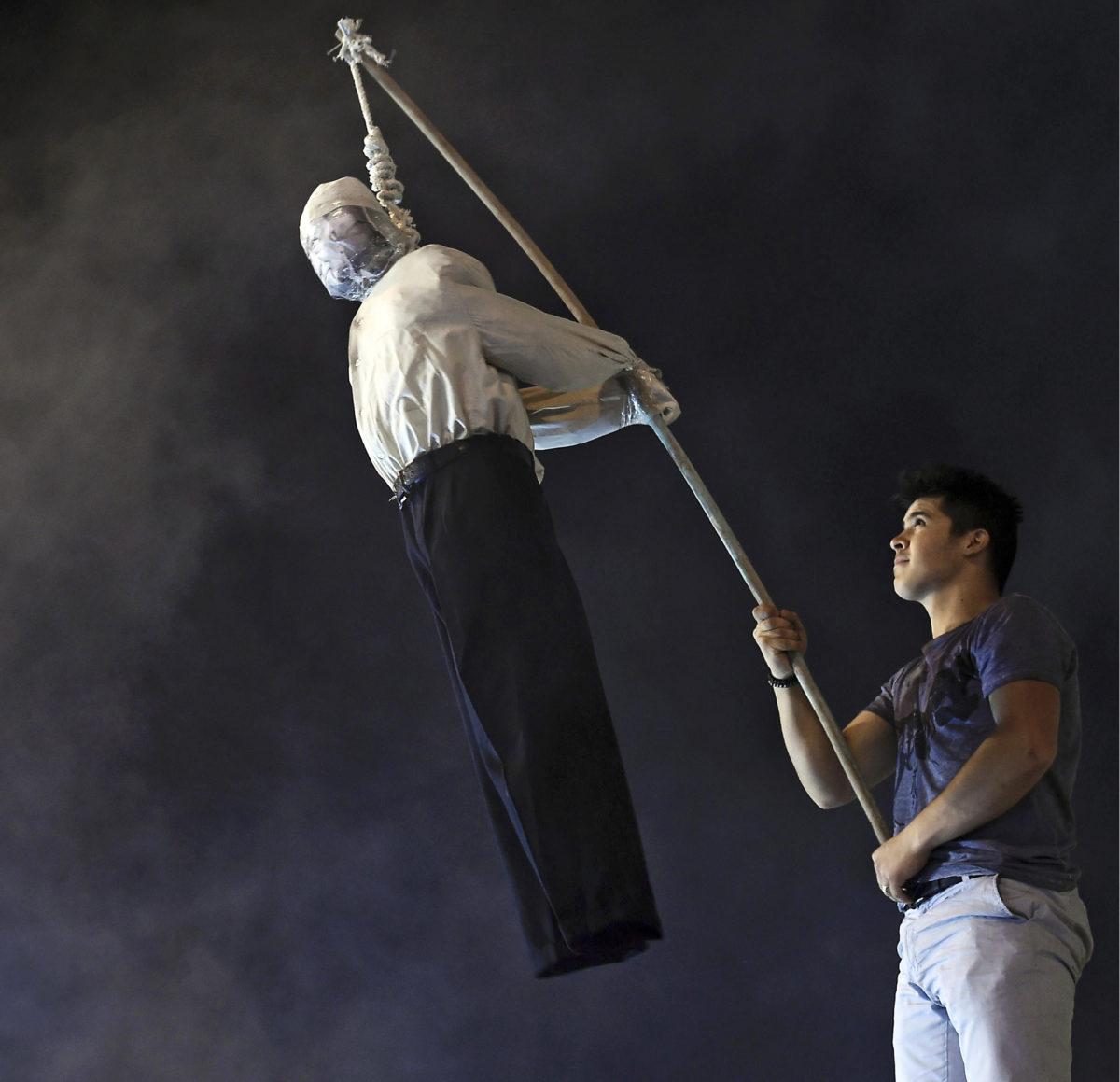 ◼Fethullah  Güleniä esittävä nukke hirtettiin  väkijoukossa  Istanbulissa  heinäkuussa.