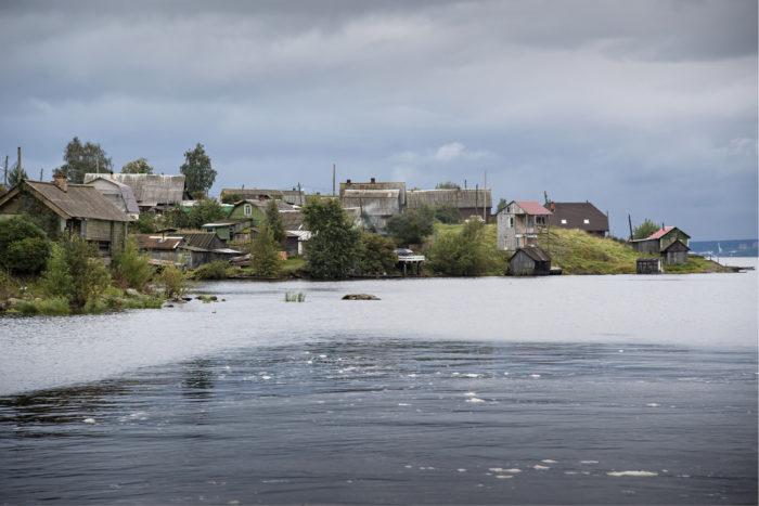 ◼Solomennojen kylä sijaitsee Äänisjärven rannalla vajaan kymmenen kilometrin päässä Petroskoista.