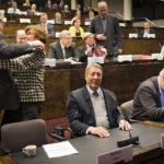 ◼Sipilän leikkurin perusteella Juha Rehula (halaa) sopii keskustassa ministeriksi, Kauko Juhantalo ei.