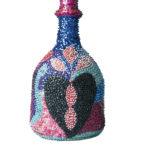 ◼Vodun-uskoon liittyvä pullo Haitista.