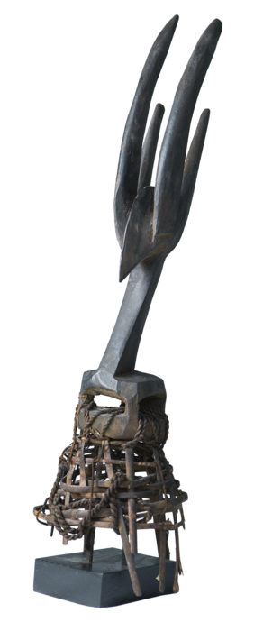 ◼Chi Wara -naamion osa Senegalista vuodelta 1966. Tarun mukaan Chi Wara opasti maanviljelyssä.