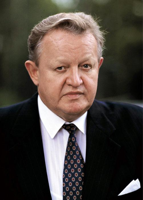 ◼Martti Ahtisaari.