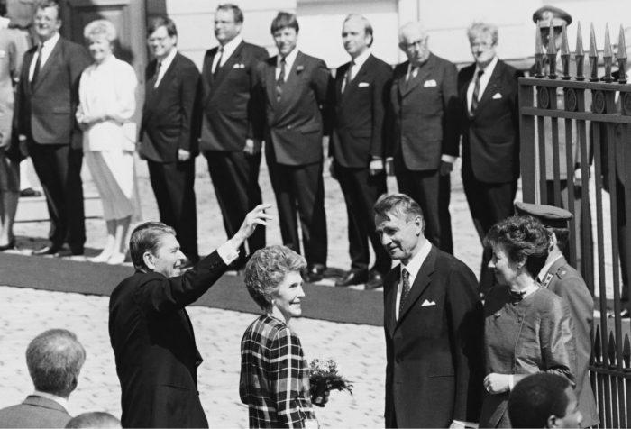 ◼Mauno Koivisto isännöi Yhdysvaltain presidentin Ronald Reaganin vierailua Suomessa toukokuussa 1988.