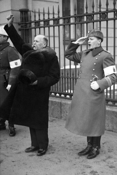 ◼Kyösti Kallio kohotti eläköön-huudon isänmaalle keväällä 1937 omissa virkaanastujaisissaan.