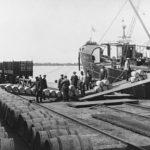 ◼Vientivoita lastataan Hangon satamassa 1920-luvun lopulla.