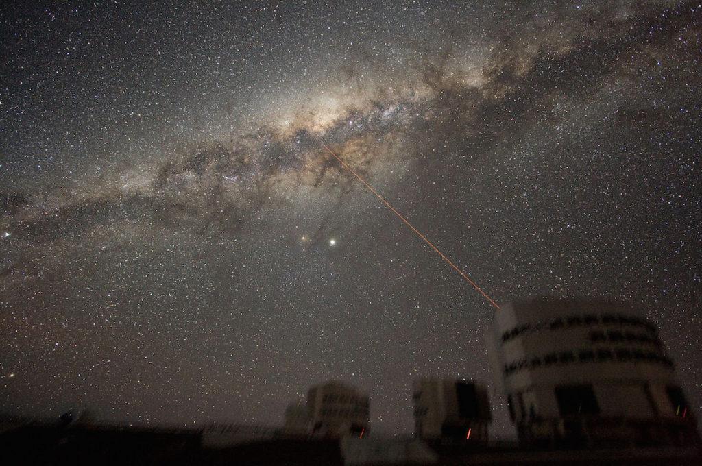 1280px-ESO-VLT-Laser-phot-33a-07