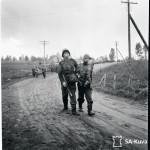 """Puolustusvoimat julkaisi keväällä internetissä 170 000 SA-kuvaa ja alkuperäiset kuvatiedot: """"Vetäytymistä Kivennavalle. Haavoittuneita tulee omin voimin ja talutettuna."""""""