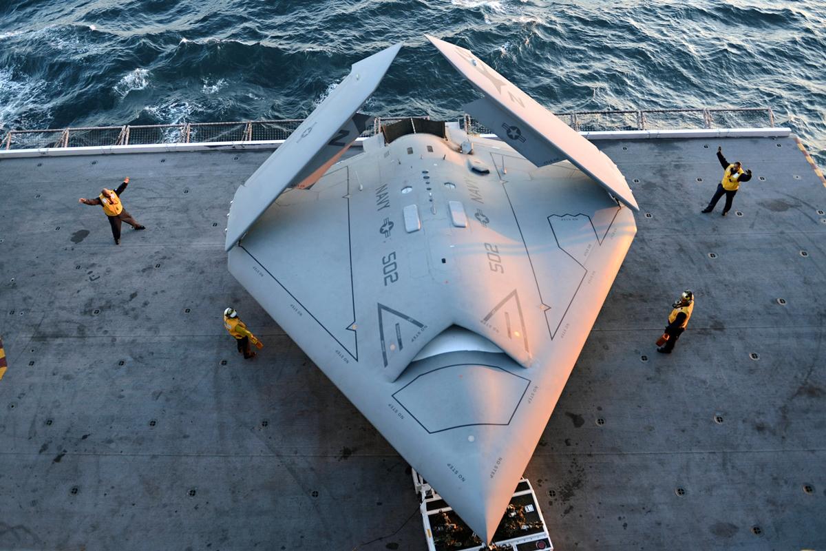 Yhdysvaltain X-47B-lennokki on edeltäjiään autonomisempi. Kuva Timothy Walter / AP / Lehtikuva.