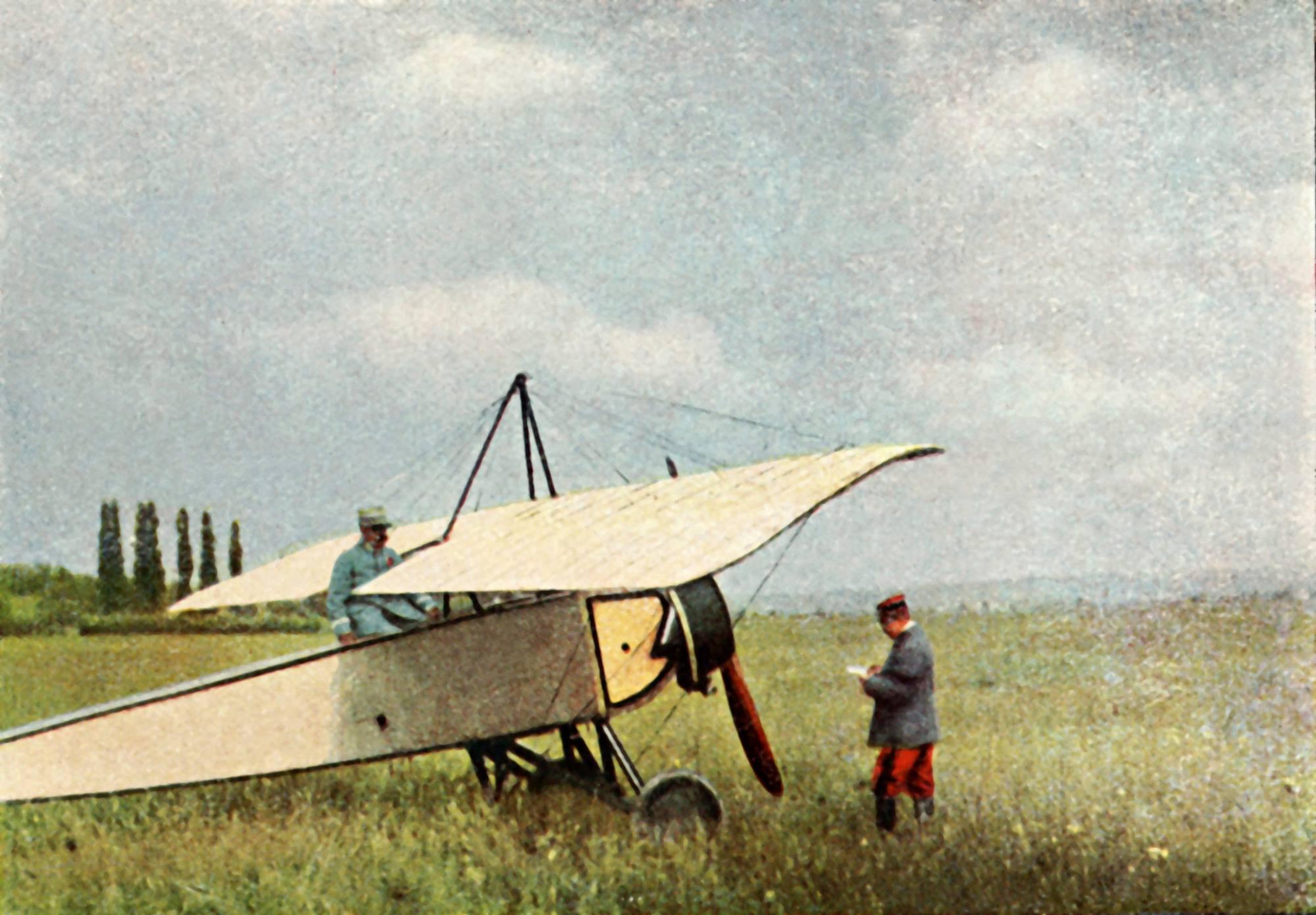 Marne, 1914. Ranskalaisten Morane-Saulnier-tiedustelukone valmistautuu lennolle. Kuva Jules Gervais-Courtellemont / Roger-Viollet / Topfoto / LK