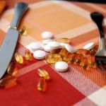 D-vitamiinitabletteja ja -kapseleita.