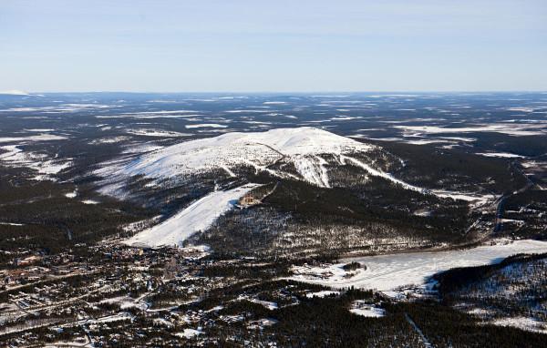 Levin rinteiltä on 18 kilometriä Kittilän kunnanvirastolle.