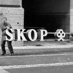 Skopin kylttejä poistettiin Helsingin pääkonttorin seinältä 7. syyskuuta 1993.