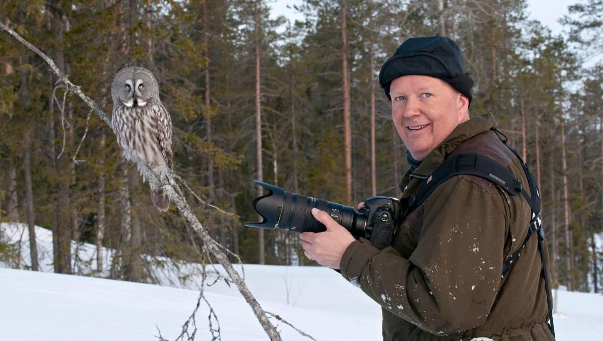 Jari Peltomäki ja pöllö.