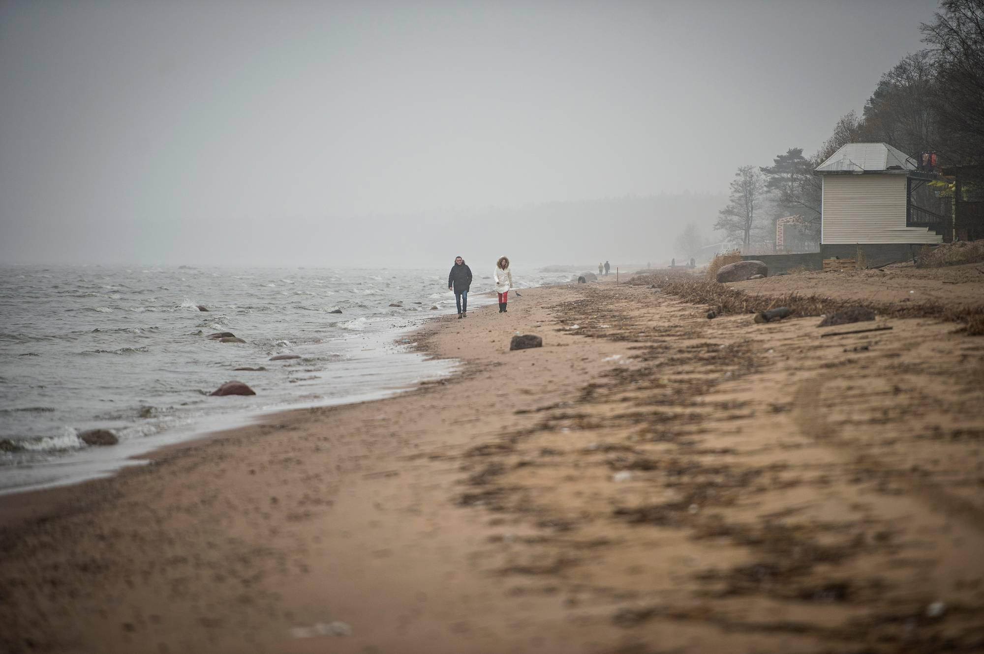 Terijoen hiekkarannat houkuttelevat yhä pietarilaisia lomailemaan.