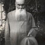 Nikolai Roerich viimeisinä elinvuosinaan 1940-luvulla Naggarissa, Intiassa.