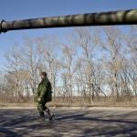 Separatistitaistelija lähellä Donetskia Itä-Ukrainassa 24. helmikuuta 2015.