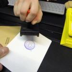 Äänestyslippujen leimausta presidentinvaaleissa Helsingissä 11. tammikuuta 2012. Kuvituskuva.