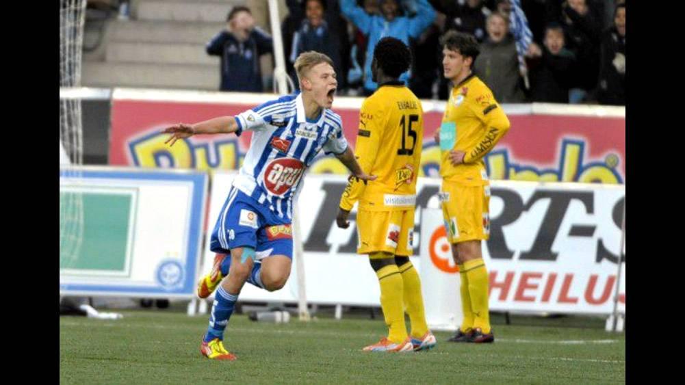 """""""15. huhtikuuta 2012, """"HJK:n kotikenttä Sonera Stadion. Iskin ensimmäisen maalin päällä, toisen vasurilla ja kolmannen oikealla jalalla ottelussa IFK Mariehamnia vastaan. Elämäni muuttui 2 minuutissa 42 sekunnissa. Se oli uusi Suomen ennätys."""""""