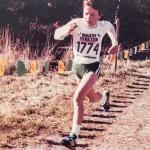 """""""Juoksen tässä kuvassa yhdeksänvuotiaana Lilla Lidingöloppet -maastojuoksukilpailussa. Tulin kolmanneksi. Kumppanini sanoo, että tämä kuva kuvaa minua parhaiten, koska olen menossa eteenpäin."""""""