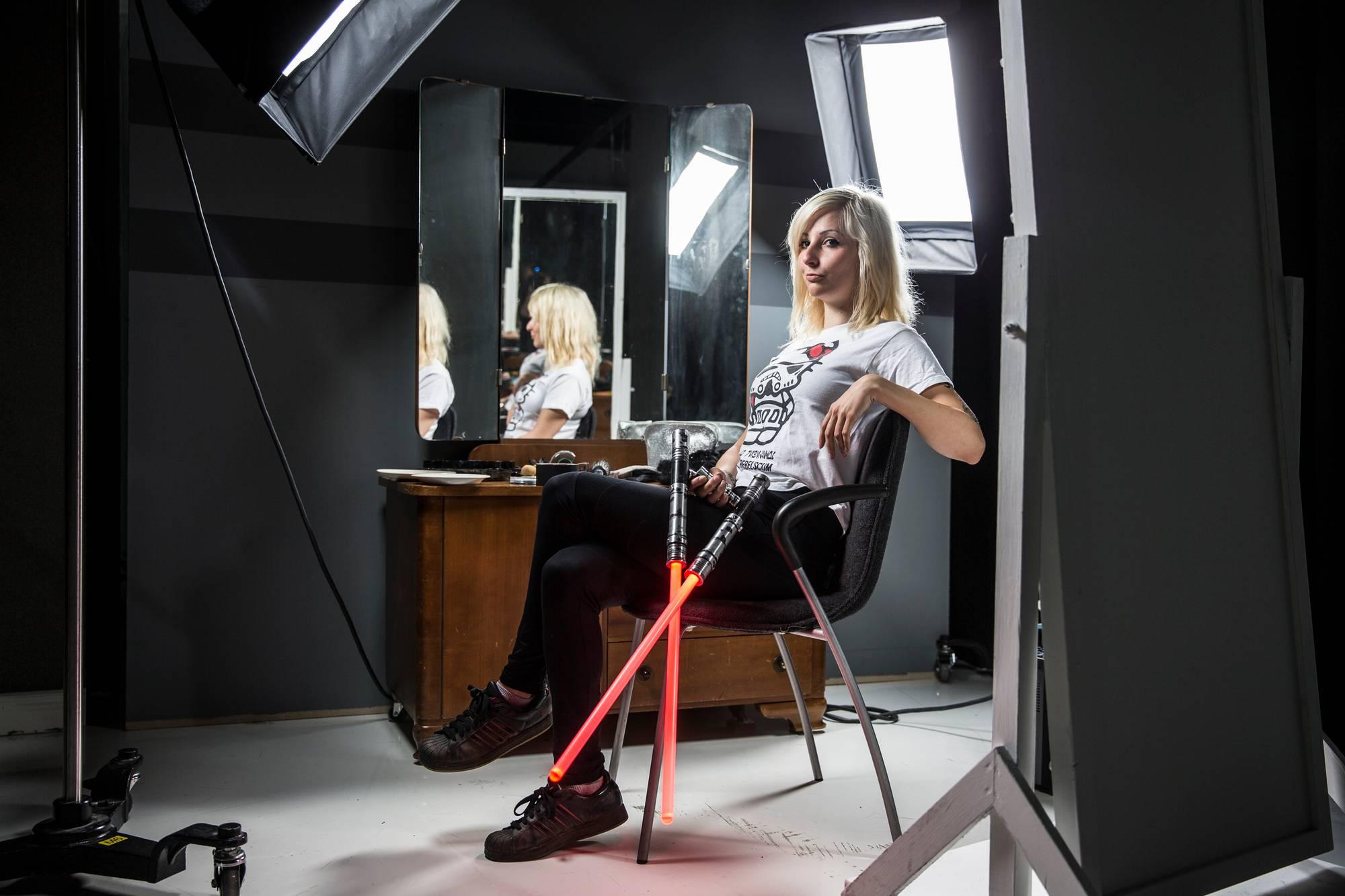Tia Nissilä ja muut Star Wars -fanit odottavat sarjan uutta elokuvaa.