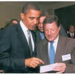 """""""Näytän keväällä 2009 presidentti Barack Obamalle saamaani harvinaista kuvaa, jossa noin seitsemänvuotias Obama on ala-asteikäisten luokkatoveriensa kanssa koulun pihalla Indonesiassa."""""""