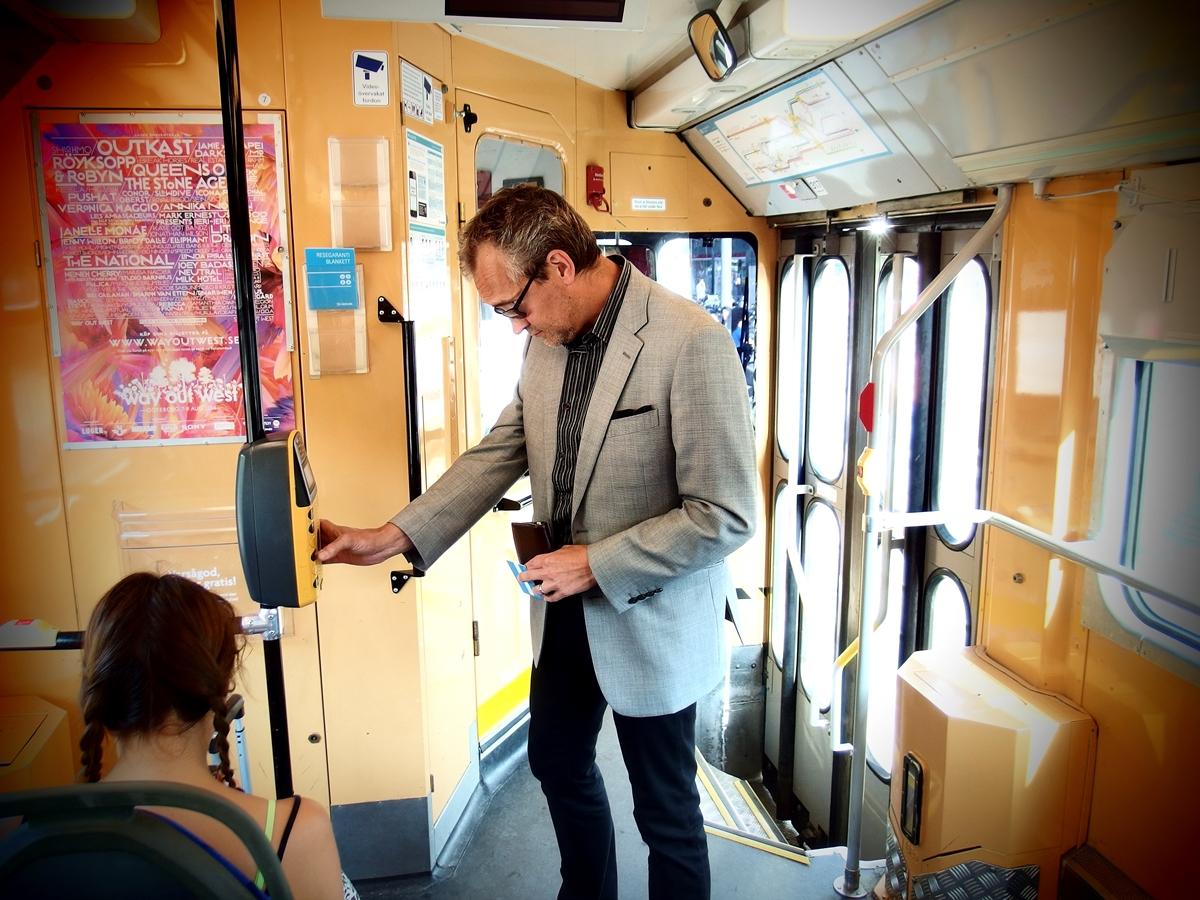 Kirjailija Asko Sahlberg on kotiutunut Göteborgiin.