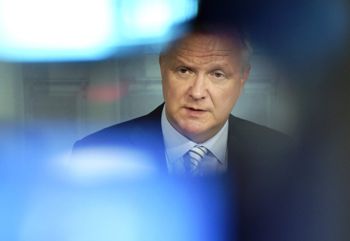 LKS 20150805 Elinkeinoministeri Olli Rehn järjesti tiedotustilaisuuden Fennovoiman ydinvoimalahankkeen tilanteesta uusien omistajuustietojen valossa Helsingissä keskiviikkona 5. elokuuta 2015. LEHTIKUVA Markku Ulander