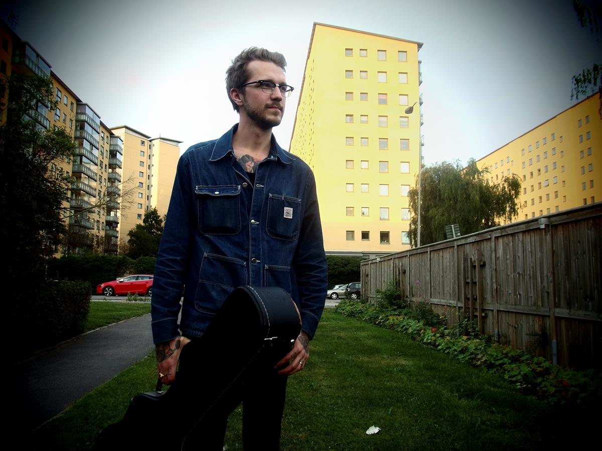 Viktor Fors-Mäntyranta lähti Ruotsiin soittamaan kaihoisaa musiikkia.