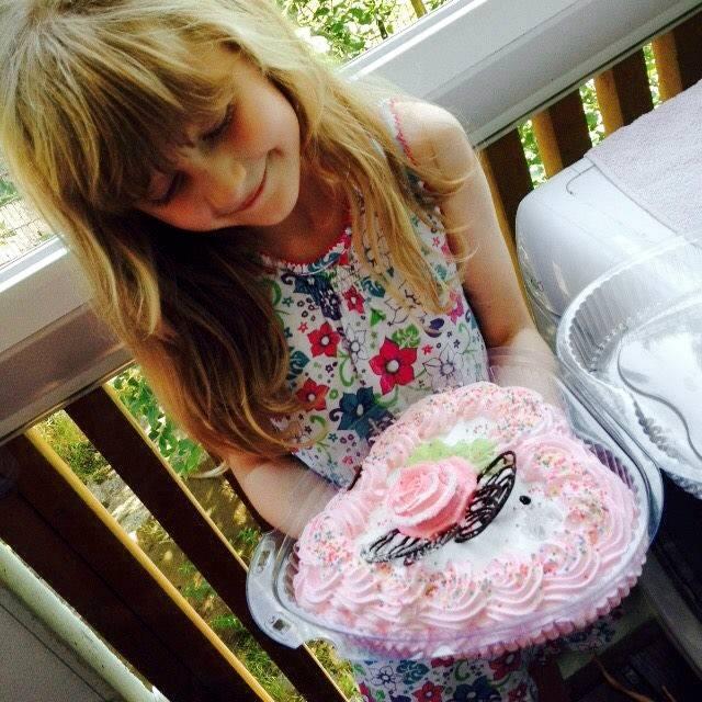 Argjenda Aliu ja kakku.