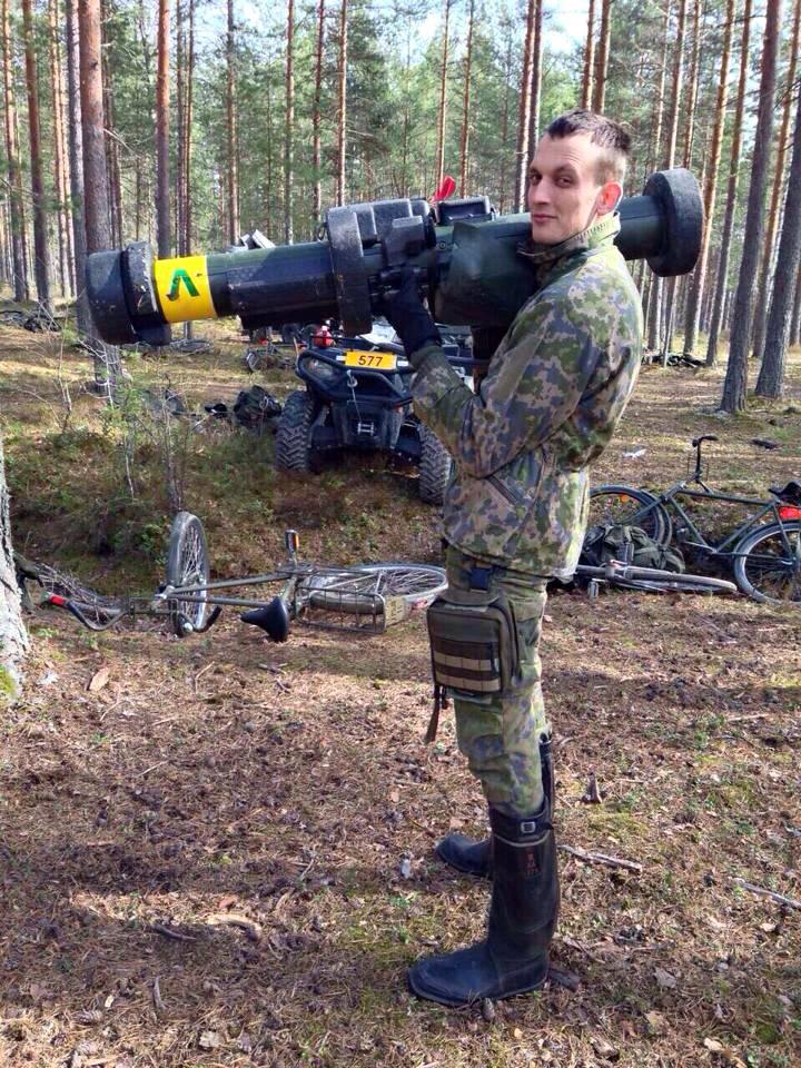 Vedat Begolli Suomen armeijassa.