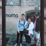 Kuva on otettu viime vuonna, kun olin ollut Nomassa neljä kuukautta ja isä ja äiti kävivät siellä syömässä. Perhe on mulle tärkein ja suurin tuki. Paljon tärkeämpi kuin ruoanlaitto.