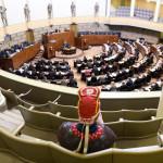 Tiina Sanila-Aikio Saamelaiskäräjiltä seurasi eduskunnan täysistuntoa 10. maaliskuuta 2015.