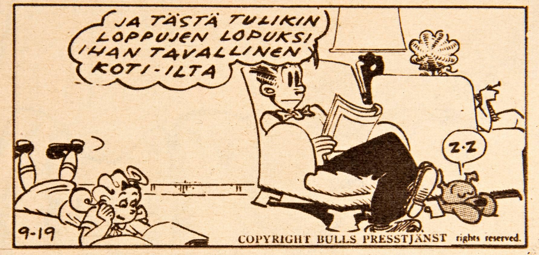 Perheidylliä Heikkisten tapaan. Huomaa avioparin nojatuolien sijoittelu olohuoneessa. SK 17/1957.