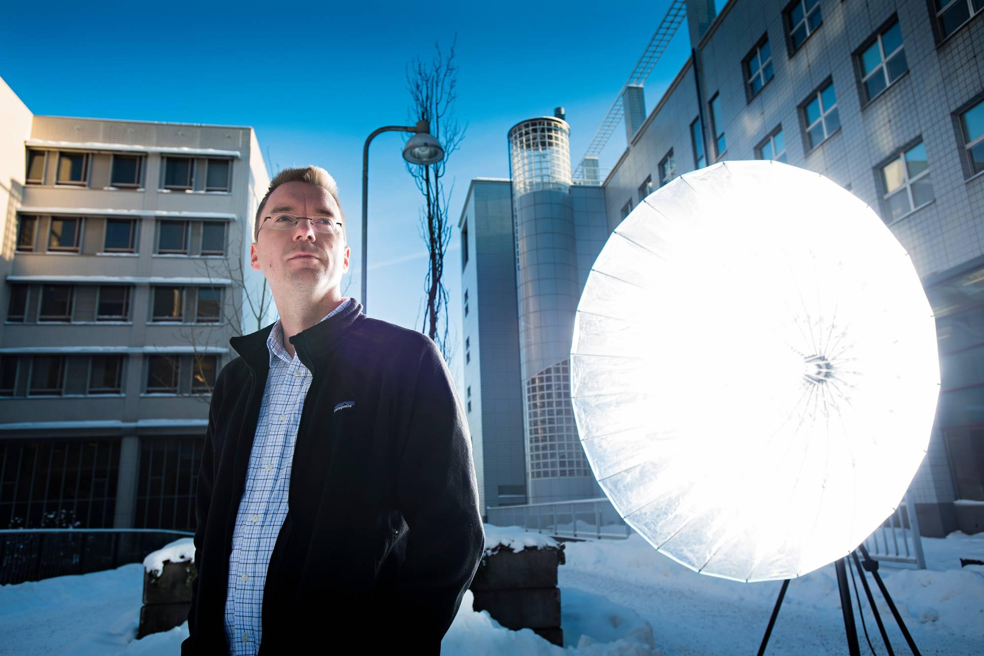 Veli-Pekka Kivimäki valmistelee väitöskirjaa sosiaalisen median käyttämisestä tutkimustyössä.