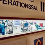 Potilasta valmistellaan leikkaukseen, leikkaussali III kello 8.30.