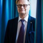 Neurokirurgi Juha Hernesniemi ei enää leikkaa Töölön sairaalassa.
