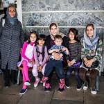 Afganista paenneen Zohanin (kesk.) kanssa junaa odottavat anoppi Zahan sekä Margan, Dunia, Suleiman, Mareva ja käly Halude.