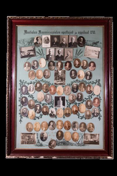 Mustialan väki siinä vaiheessa, kun kaikki oli vielä hyvin. Vankikuljetus muuttui yhdeksi sisällissodan räikeimmistä joukkosurmista.